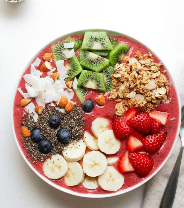 Smoothie bowl pour petit déjeuner healthy