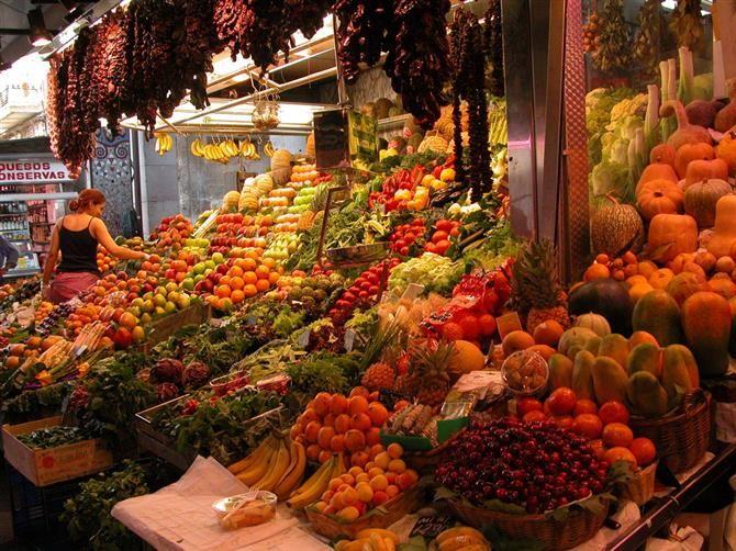 #Barcelona - Mercado de la #Boqueria. Toller #Markt, der jeden Tag geöffnet hat und Früchte und Gemüse aus aller #Welt frisch anbietet. Super ist auch der #Obstsalat to go