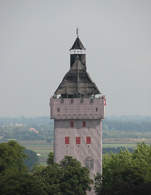 M'n eigeste Donjon van Nijmegen. In 2005 was ik stichtingsbestuurder bij Stichting Donjon Nijmegen, die deze donjon uit steigermateriaal en fotodoeken liet bouwen. Gaaf project!