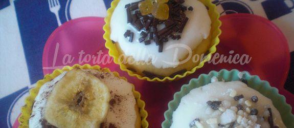 Cupcakes vaniglia e limoncello  I cupcakes vaniglia e limoncello sono i protagonisti di questa domenica. A differenza dei dolci cucinati fino ad oggi, rustici, qualche volta anche un po' bruttarelli e in cui si da più importanza al gusto che all'aspetto, oggi ho voluto allinearmi alla moda di questo periodo: il cake design.  Partendo dal presupposto che - See more at: http://www.latortadelladomenica.it/recipe/cupcakes-vaniglia-e-limoncello
