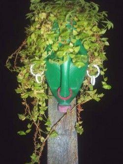 Upcycle: reciclagem de galões de plástico. African style head deco planter with plastic bottle