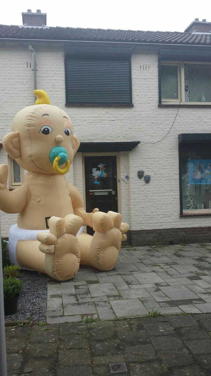 Opblaasbare baby van 3 meter hoog !! http://www.partyverhuurpicobello.nl/producten/geboorte/5-opblaasbare-baby.html