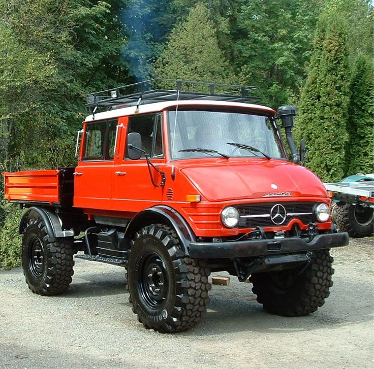 Unimog Doka.  I may need to get one of these in the future.