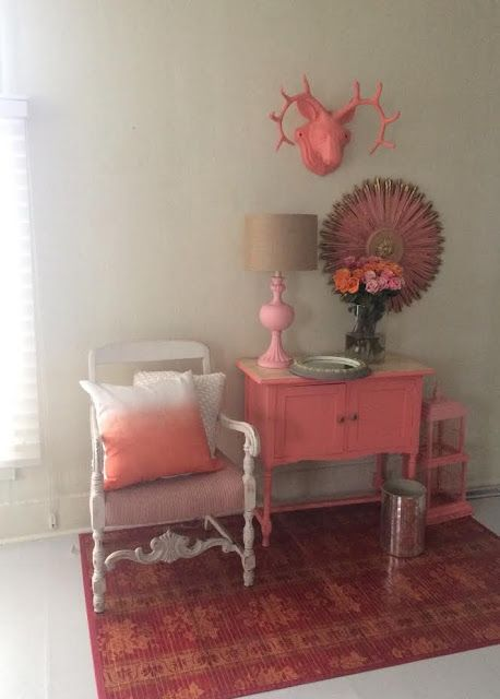 Maison Decor: Painting furniture and home decor with Wagner sprayer that has minimal overspray.