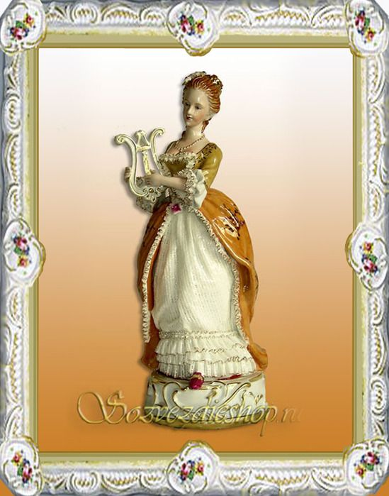 The First porcelain products created in Russia, differed the original , independance in respect of the forms particularly.