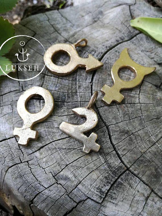 Guarda questo articolo nel mio negozio Etsy https://www.etsy.com/it/listing/464456205/simbolo-pianeta-in-bronzo-gioiello