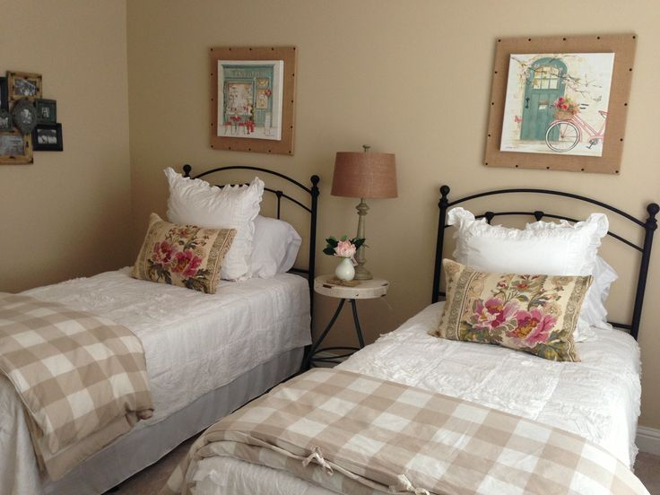 Lovely Guest Room With Twin Beds Photo