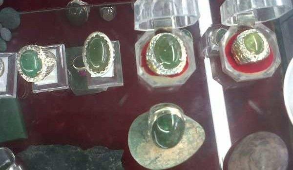 Batu Giok yang sudah dibenuk jadi cincin  yan g diperdagangkan di toko online. Dok Tokobagus