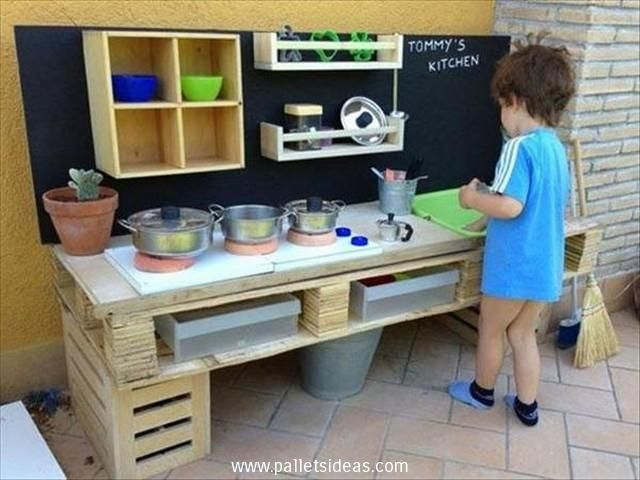 This is another comprehensive wood pallet repurposed mud kitchen for your kids. This is not just a tool of fun activity but it teaches a lot of stuff to the growing kids. They become familiar with house hold stuff, they learn team work, and enhance their creative skills as well.