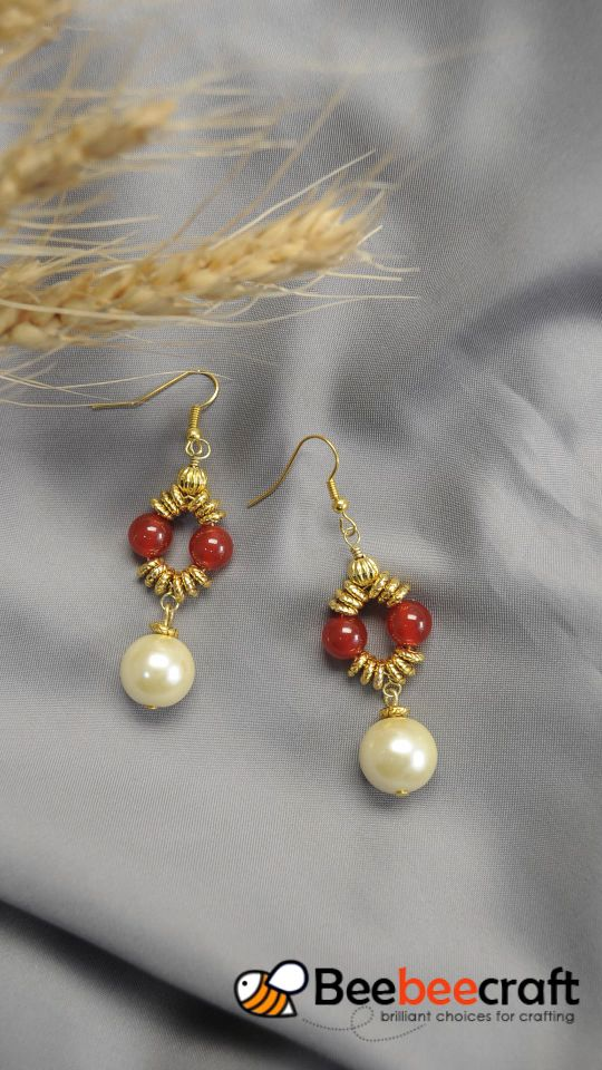 #Beebeecraft tips on making dangle #earrings with #pearlbeads. #makeearrings