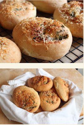 Ψωμάκια με γεύση σκόρδο και παρμεζάνα