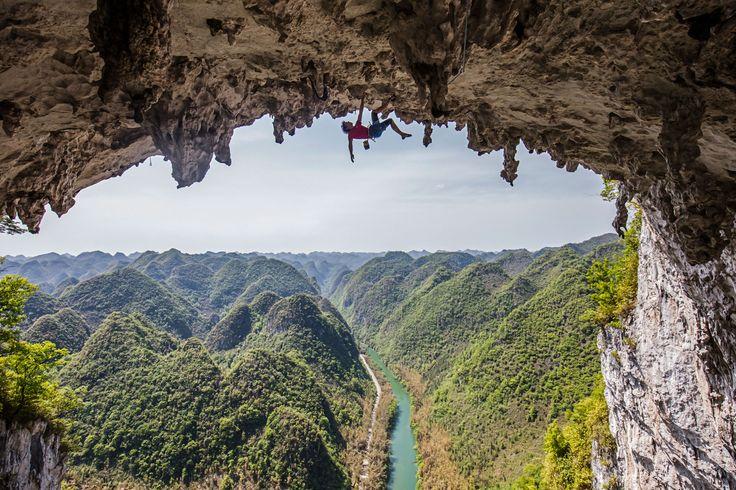 Picture of Alex Honnold climbing the Getu Arch in China