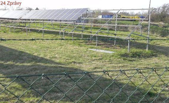 Na Znojemsku vykradli solární elektrárnu, zmizelo 300 panelů: Šlo o krádež na objednávku!