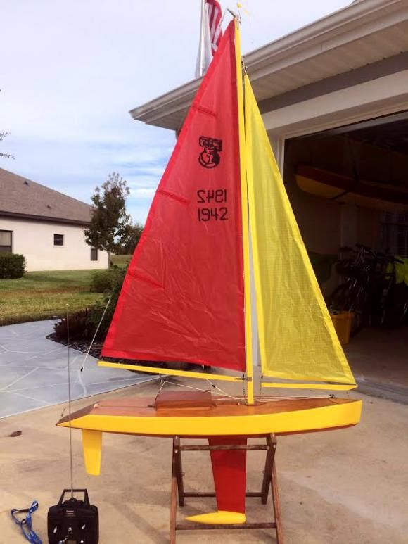 Remote control sailing model kit independence one design for Maquette stand