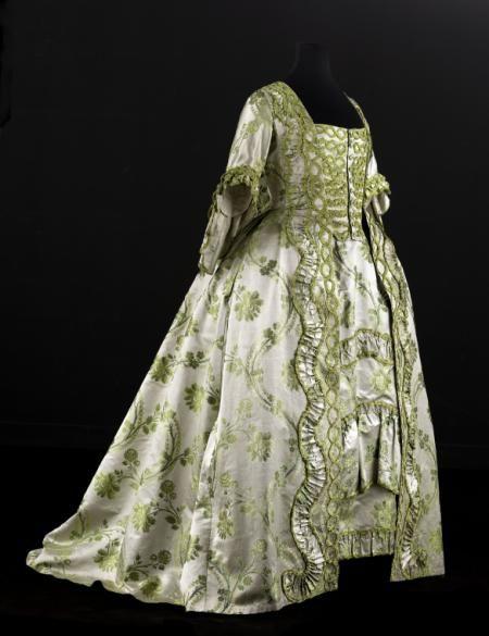 Robe à la française et jupe de robe à la française   Paris Musées 1750's