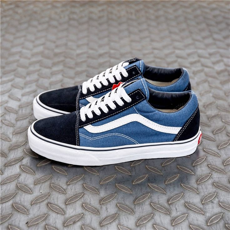 kanyewest on the foot Vans Old Skool classic navy blue