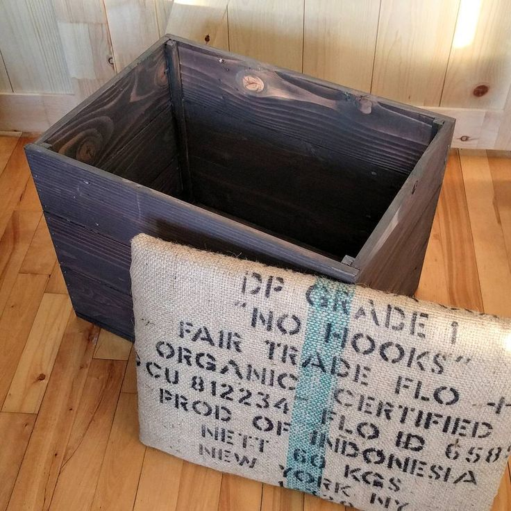 """Sorry, I've been quiet the last few weeks because of my new job as a young mother  but I finally managed to finish this custom order: an entryway bench. My client asked for a rustic storage chest with a cushioned seat covered with burlap. The chest is made of reclaimed wood and the fabric comes from a large bag of coffee beans. The chest is very sturdy, solid and great for small spaces ( 21"""" x 15"""" x 18"""" ) while still providing plenty of room for storage. #entrywaybench #woodenchest…"""
