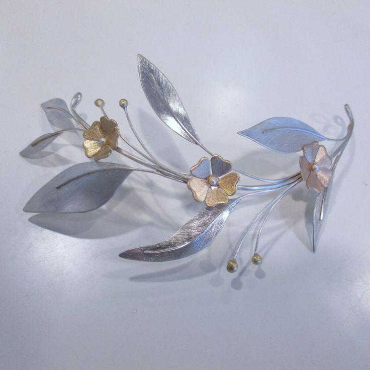 Tocado para novia realizado en plata y oro. Tocat per nuvia fet a ma en plata i or. Silver and gold headdress for bride handmade in Menorca.