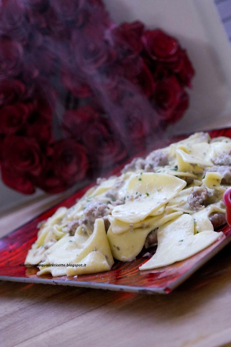 MAMMA MIA QUANTE RICETTE:   Cuori di pasta con salsiccia e funghi   per il sugo: 150 gr di funghi freschi champignon 2 salsicce cipolla ( 1/4) olio sale panna da cucina (o comprata) o potete farla seguendo la mia ricetta parmigiano a piacere prezzemolo q.b.