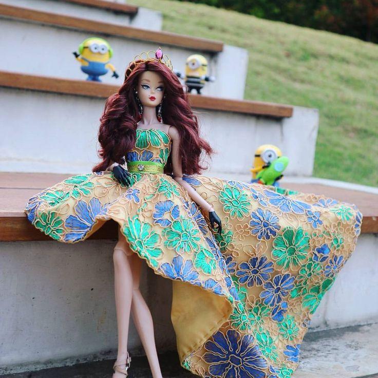 Silktone & Minions ❤❤ #silktone #minions #mcdonalds #barbie #mattel #fr2doll #doll #fashion #wedding #weddinginspiration #weddingaccessories #headpiece #hair #dress #floral #photo #canon #greenlakecity #indonesia #biyanstory #biyansignature #biyanraumbu  via ✨ @padgram ✨(http://dl.padgram.com)