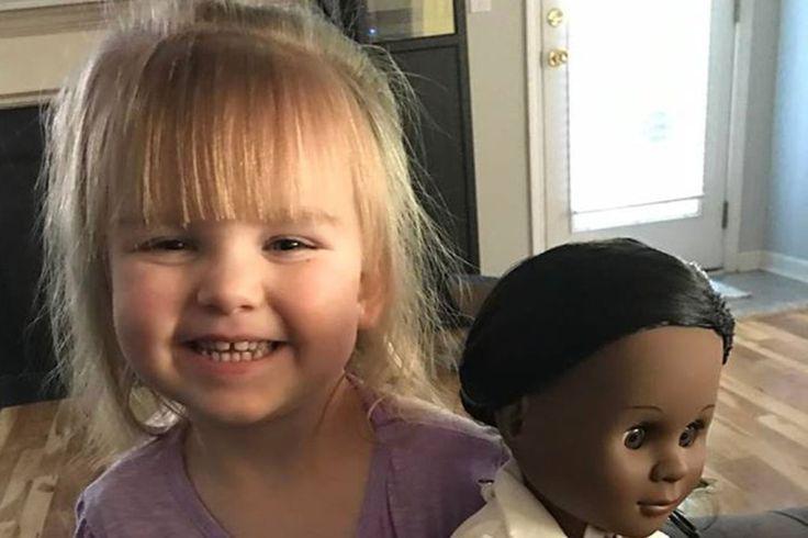 Menina compra boneca negra e dá resposta sagaz ao ser questionada