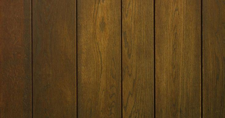 Tipos de muros de contenção de madeira. Muros de contenção ajudam a reforçar áreas, especialmente canteiros criados em encostas ou morros. Um desses tipos de muro é feito em madeira, em oposição aos feitos com blocos comuns ou concretos. A madeira se encaixa naturalmente no seu ambiente, e você geralmente pode escolher entre três diferentes tipos de muro de contenção de madeira: com ...
