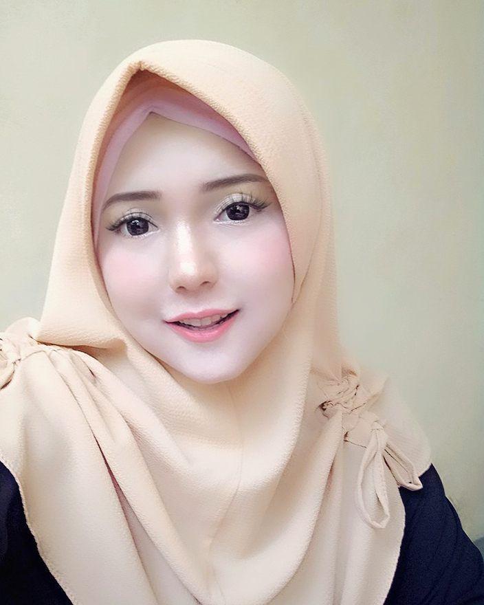 Pin oleh Ikeh Kimochi di hijab stylist 1   Wanita berlekuk