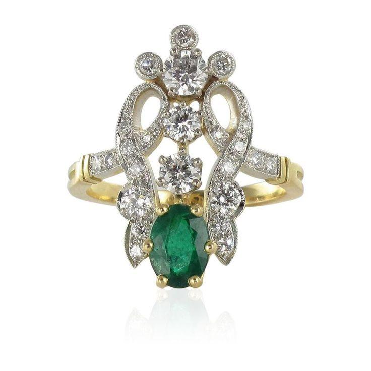 Bague émeraude diamants printemps.  Une bague diamant émeraude tout en délicatesse. Le travail de sertissage est réalisé avce élégance et précision.  http://www.bijouxbaume.com/bague-emeraude-et-diamants-jardin-a1575.html