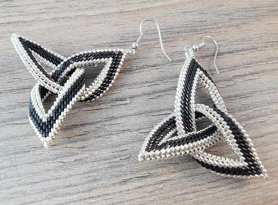 Keltische Knoop Kralen Oorbellen in Zwart en Zilver