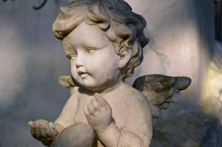 Aniołek, Cmentarz