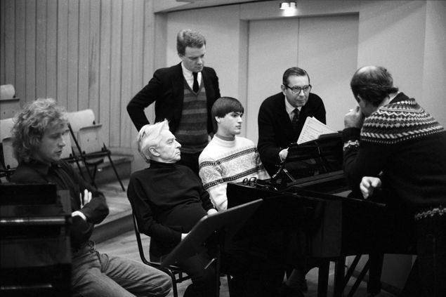 1982, Berlin, Phiharmonie. Peter Hoffmann, Herbert von Karajan, Peter Alward, Christian Thielemann, Michel Glotz (Aufnahmeleiter), José van Dam.