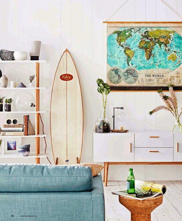 Surfbrett und eine Weltkarte