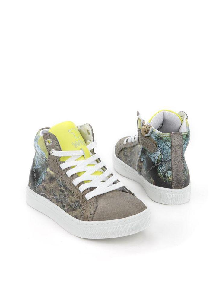 Wild sneaker  Description: Grijze half hoge sneakers van Wild met print. Deze jongensschoenen zijn gemaakt van leer en hebben een kunststof zool. De schoenen hebben zowel een veter- als een ritssluiting.  Price: 69.99  Meer informatie