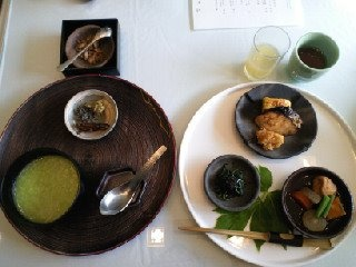Japanese breakfast    http://www.kanetanaka.co.jp/restrant/so/index.html