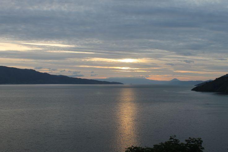 Senja di Danau Toba, Sumatera Utara