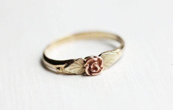littlealienproducts: vintage gold rose ring