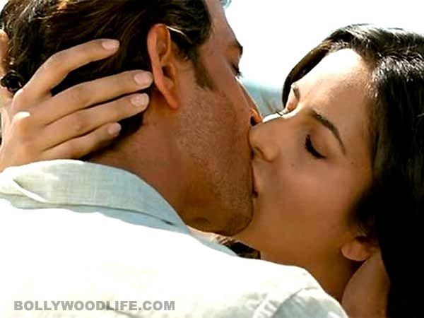 5 times Katrina Kaif kissed onscreen and made us go ahem ahem aloud!