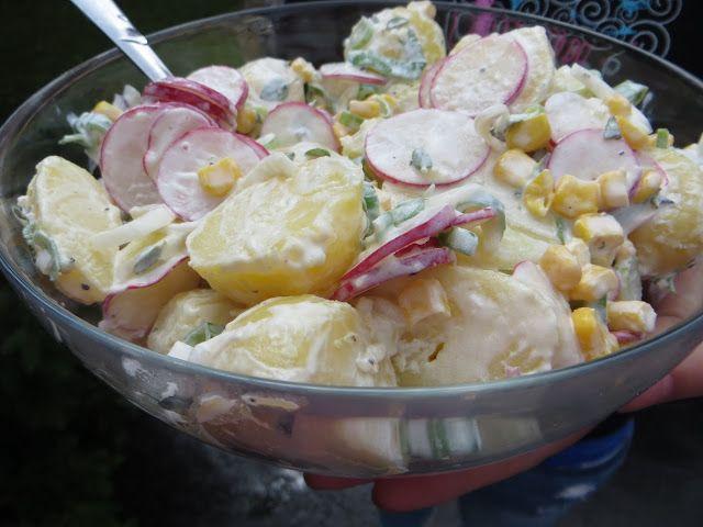 Zemiakový šalát s reďkovkami, kukuricou a kyslou smotanou