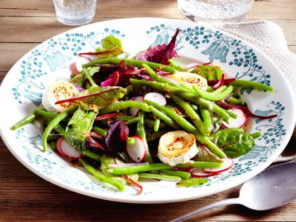 Unser beliebtes Rezept für Grüne-Bohnen-Salat mit gratiniertem Ziegenkäse und mehr als 55.000 weitere kostenlose Rezepte auf LECKER.de.