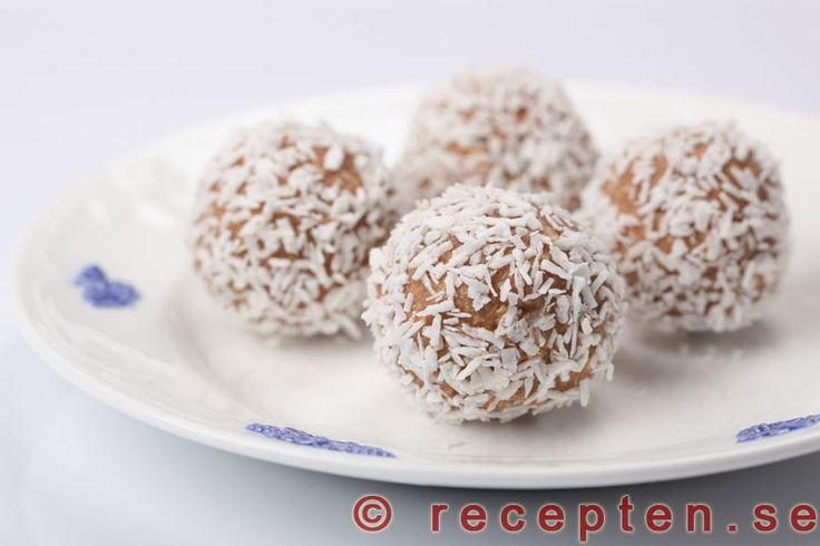 Havrebollar - Enkelt recept på ljuvligt goda och gräddiga havrebollar. Perfekt som godis eller till fika.