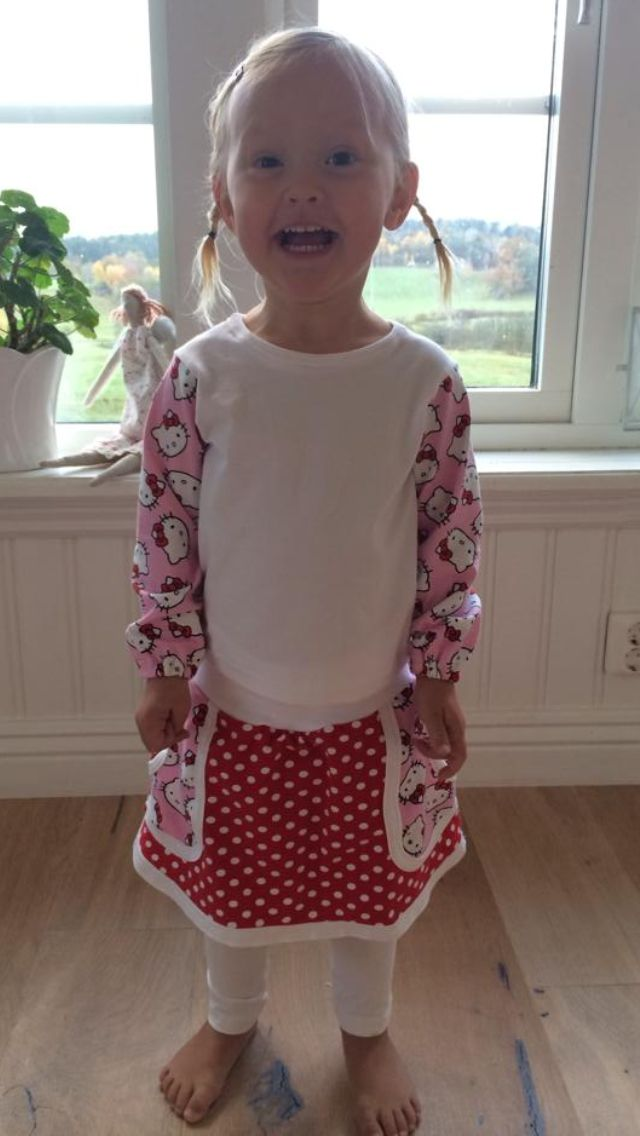 Top och kjol med Hello Kitty