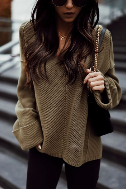 I love the looseness and slouchiness of the sweater, and I like how simple and dark the outfit is.