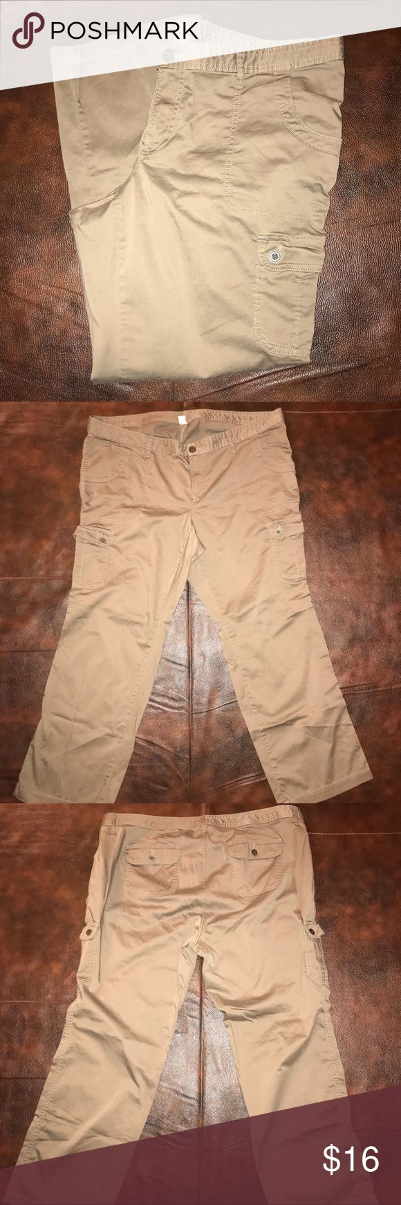 Womens plus size Old Navy Yam cargo pants sz 20 Old Navy tan Cargo womens plus size pants, gently used condition Old Navy Pants Boot Cut & Flare