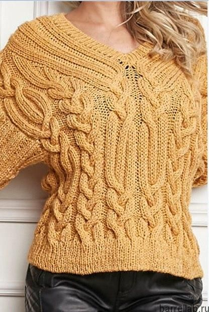 Горчичный пуловер с косами