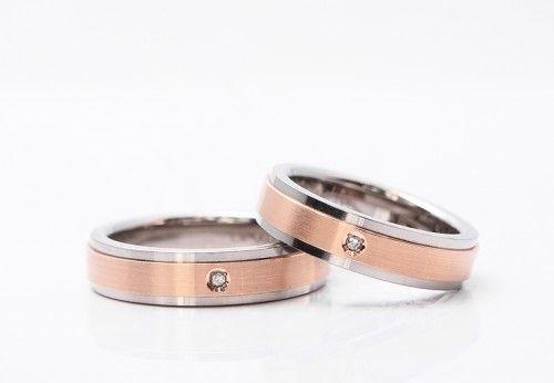 結婚指輪|暁(あかつき)。素材:ピンクゴールド/チタン。詳しくは、2015年10月15日の館林工房スタッフブログ「これがチタン!?」でご紹介しています。