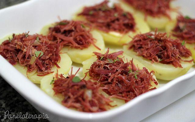Barquinhas de Batata com Carne Seca e Creme Azedo ~ PANELATERAPIA - Blog de Culinária, Gastronomia e Receitas