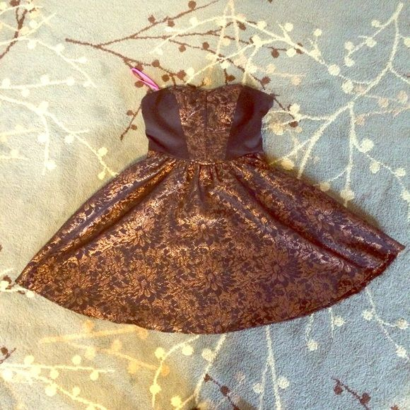 Betsey Johnson og Bronze + Black Strapless Dress A Betsey Johnson original design! This dress has all the flare and fun needed for a good time. Ruched back makes the top adjustable for more bust sizes. Size 6 but fits like a comfortable 4. Worn once to prom. Perfect for a fancy function! Looks great with pumps and a top knot. Betsey Johnson Dresses Strapless