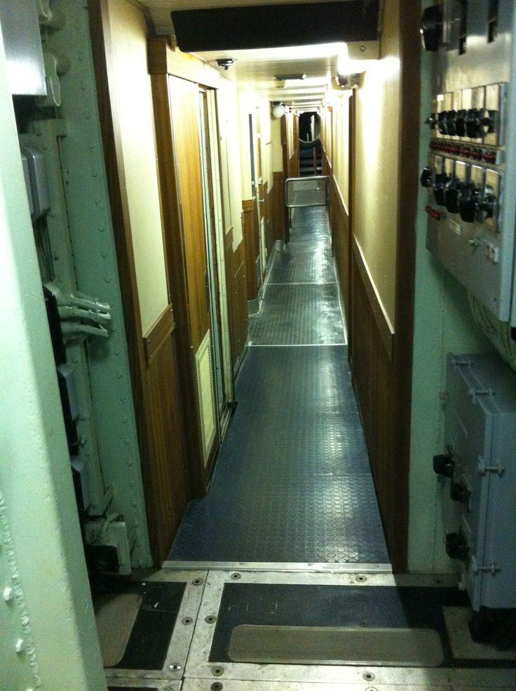 Couloir de dortoirs à l'intérieur du redoutable A.M