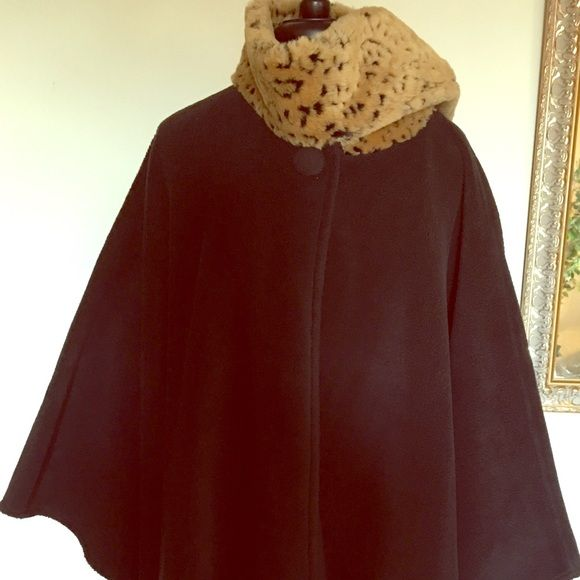 Winter's Women's Cloak This is Winter's Women's Cloak which is soft , light, warm, and very comfortable, this cloak is on the winter's sales☃ Other