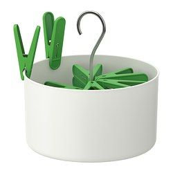 IKEA - TORKIS, Panier avec 30 pinces à linge, Accrochez le panier de pinces à linge sur le séchoir ou la corde à linge pour avoir les mains libres et étendre plus aisément le linge.Ne craint pas d'être entreposé dehors même sous la pluie grâce aux trous sur la partie inférieure qui permettent de drainer l'eau.Pour une protection optimale contre la rouille, le ressort des pinces à linge et le crochet de suspension sont en acier inoxydable.